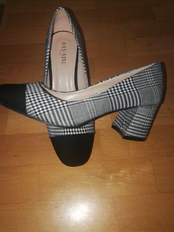Нови дамски обувки