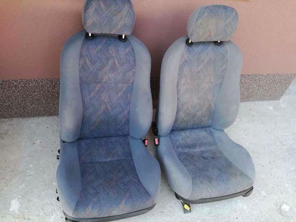 Салон за Ford fiesta форд фиеста 4врати 98г.Салона е перфектен виж сни