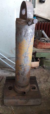 Хидравличен цилиндър