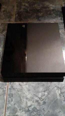 Playstation 4 cu un controller