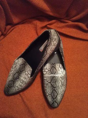 Pantofi noi mar 39