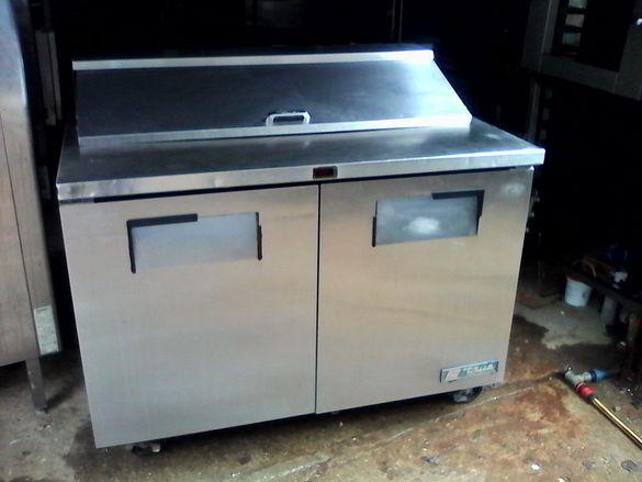1. Хладилни работни маси има и вариант тип салатиера със гастро норми
