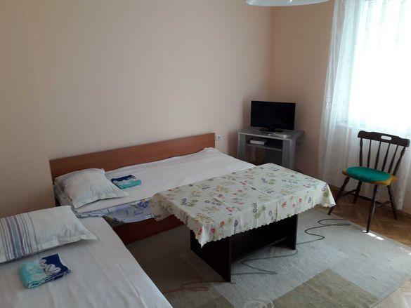 Нощувки в четиристаен апартамент в центъра на Варна
