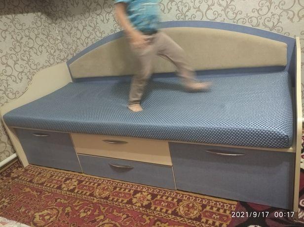 Продам кровать подростковую