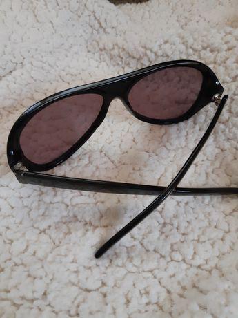 Ochelari de soare YSL.