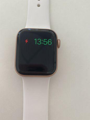Продам часы в хорошем состояние Watch-Apple 5