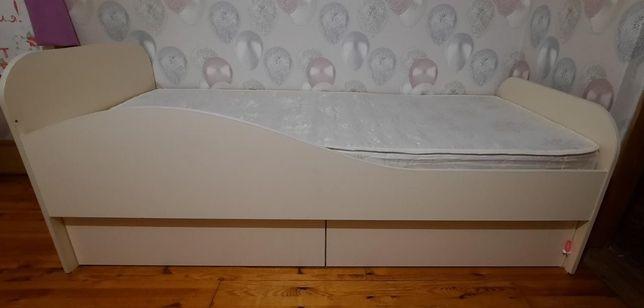 Продам кровать детскую с матрасом