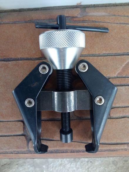 Скоба за акумулаторни клеми и рамена на чистачки