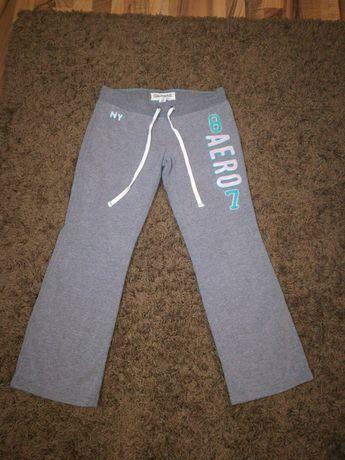 Vând pantaloni de trening