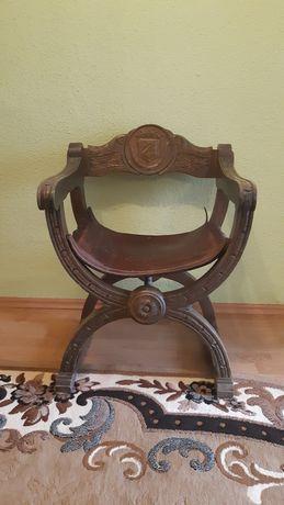 Scaun vintage, în stil renascentist, lemn masiv