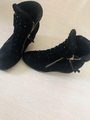 Botine cizme Laura Biagiotti