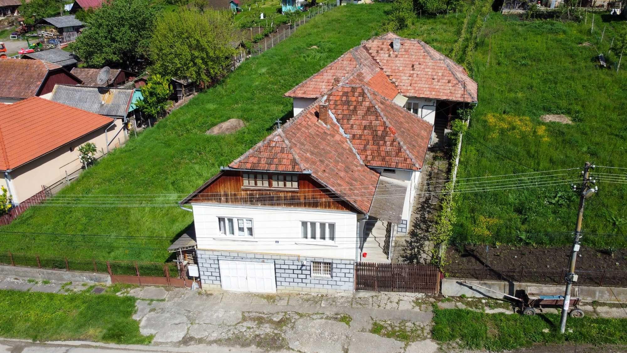 Casa 284 m2 6 camere + curte + anexe + teren 1900 m2 de vanzare