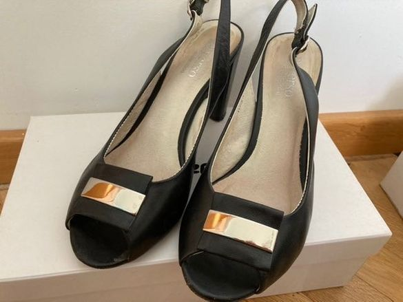 Елегантни обувки на ток без пета
