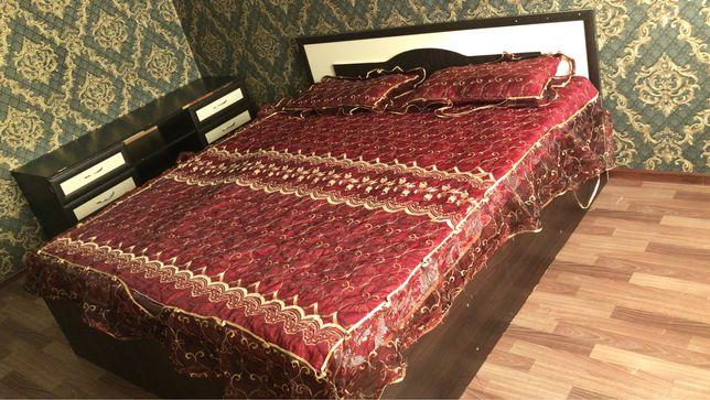 Продам кровать с матрасом и тумбой
