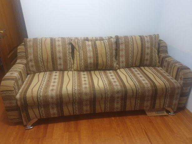 Продается диван в хорошем состоянии