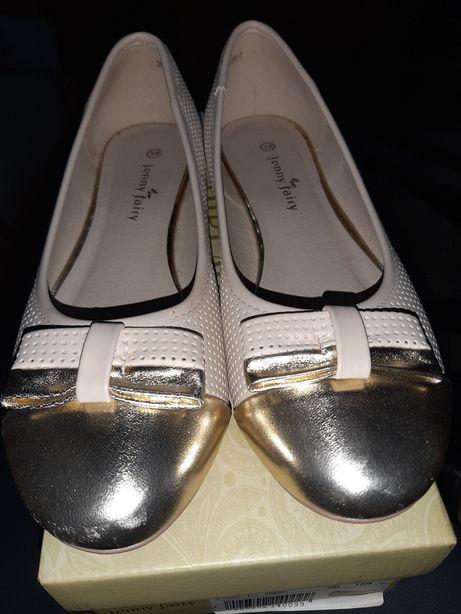 Balerini cu varful auriu si sandale gri cadou