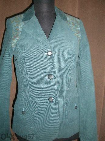 Страхотен дамски костюм - петролено синьо