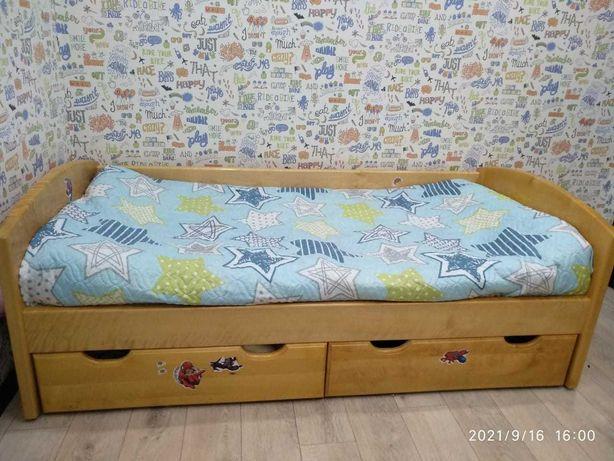 Детская кроватка из цельного дерева