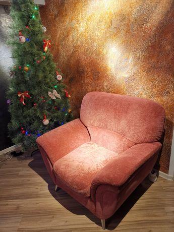Два кресла, стильные, крупного размера на металлических ножках
