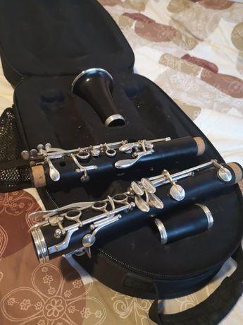 Продавам кларинет Buffet Crampon R13 Bb
