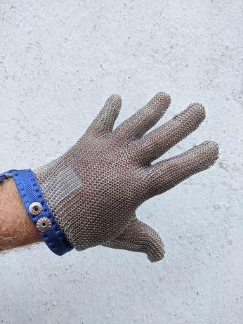 Перчатка из нержавеющей стали