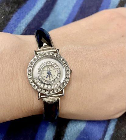 Шикарный комплект.Серебряные часы и кольцо с ониксами и фианитами.