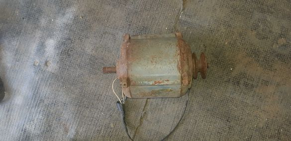 Монофазен електромотор-работещ