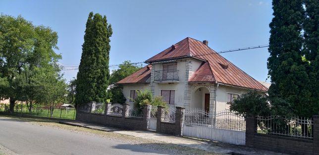 Casă cu Teren de Vânzare în Comuna Săpânța