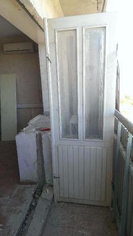 Продам дверь и окна на петлях.