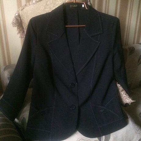 Новый легкий женский пиджак черного цвета.