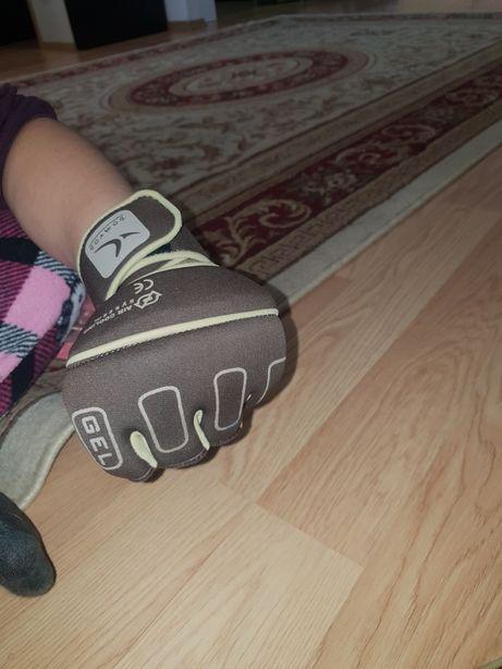 Mănuși Box noi nepurtate
