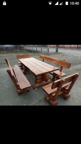 Butoaie din lemn si mobilier