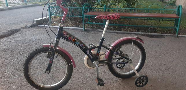 Продам велосипед почти новый 1 год коталса на 5  6 лет качества очен х