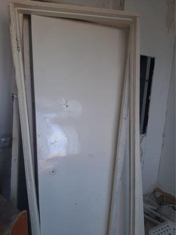 Дверь деревянное
