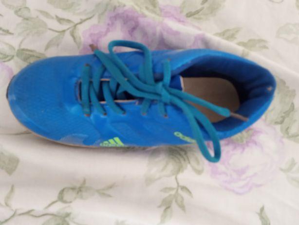 Продам или меняю кроссовки Adidas