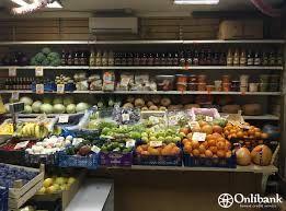 Овощной при продуктовом магазине.