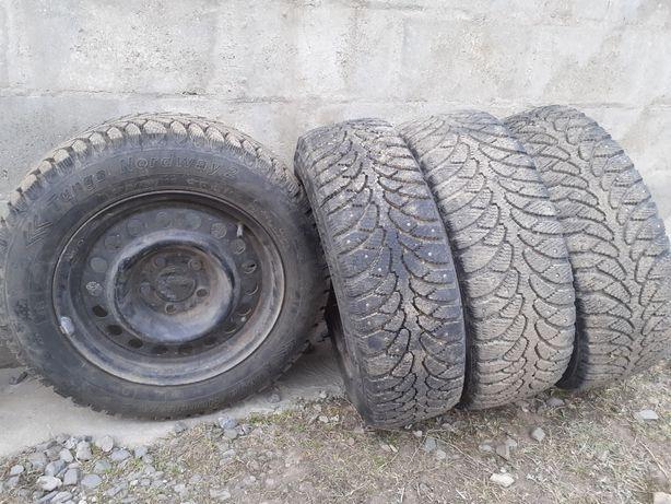 Продам зимние колёса.