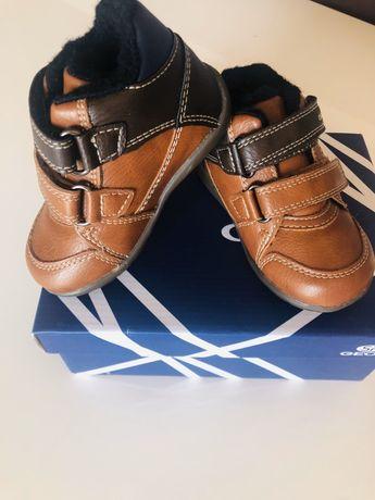 Затворени обувки от естествена кожа и пух