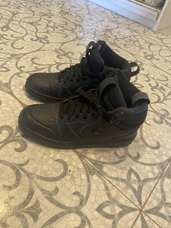 Продам обувь на мальчика размеры 35-36