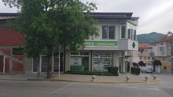 Административна сграда - офиси, стоматологични, медицински кабинети.