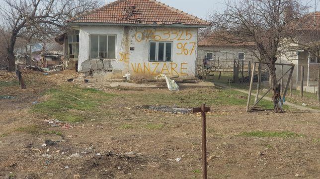 Vand casa demolabila in comuna Crivat judetul Călărași la 40km de buc!