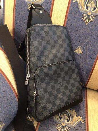 Мъжка елегантна чанта тип еднорамка Louis Vuitton от естествена кожа
