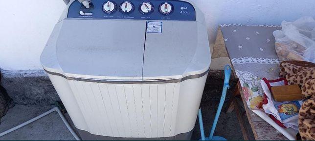 Продам  стиральную  машину  срочно деньги  нужный  работает отлично .