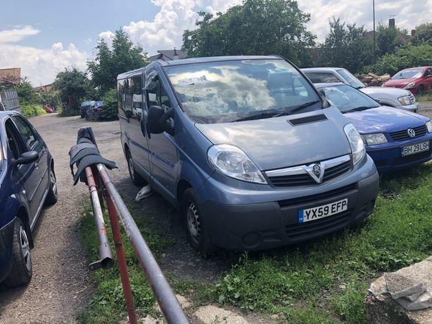 Dezmembrez Opel Vivaro 2.0 an 2009