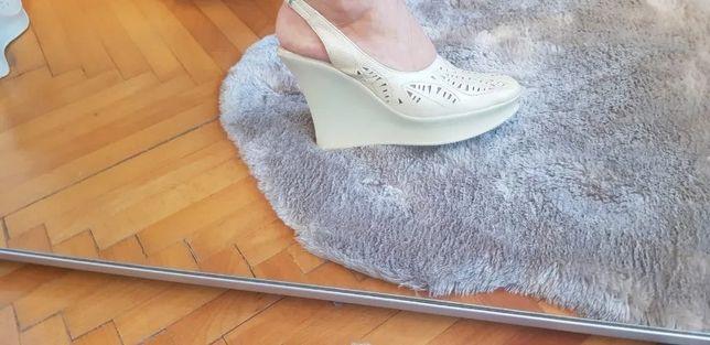 Pantofi piele naturală NOI, culoare crem, toc ortopedic, marime 38