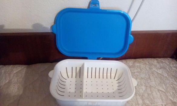 Продавам пластмасова кутия за храна