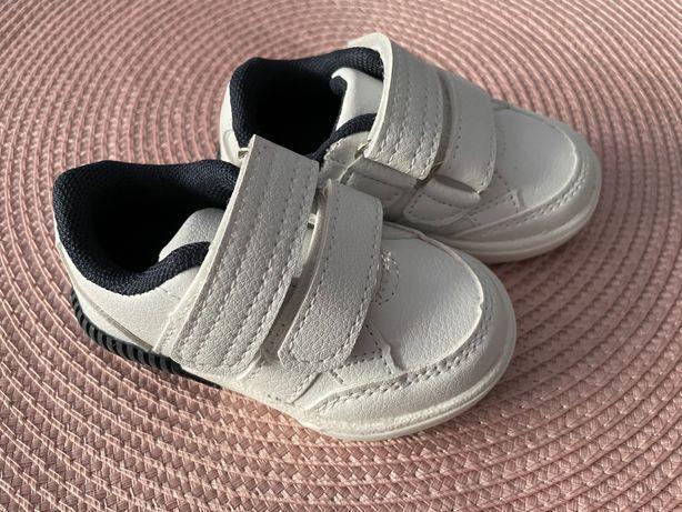 Vând papuci sport bebelusi