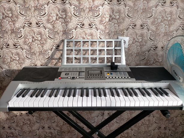 Синтезатор и подставка