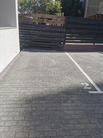 Inchiriez loc de parcare in curte
