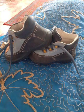 Продам детскую обувь в хорошем состоянии